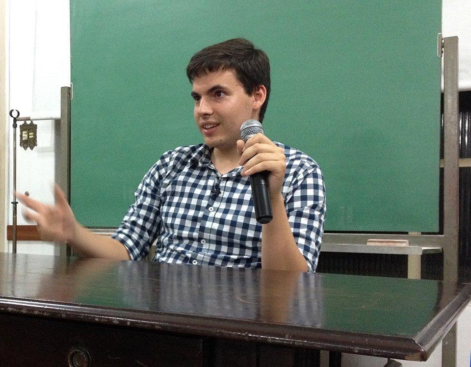Professor Guilherme Freire